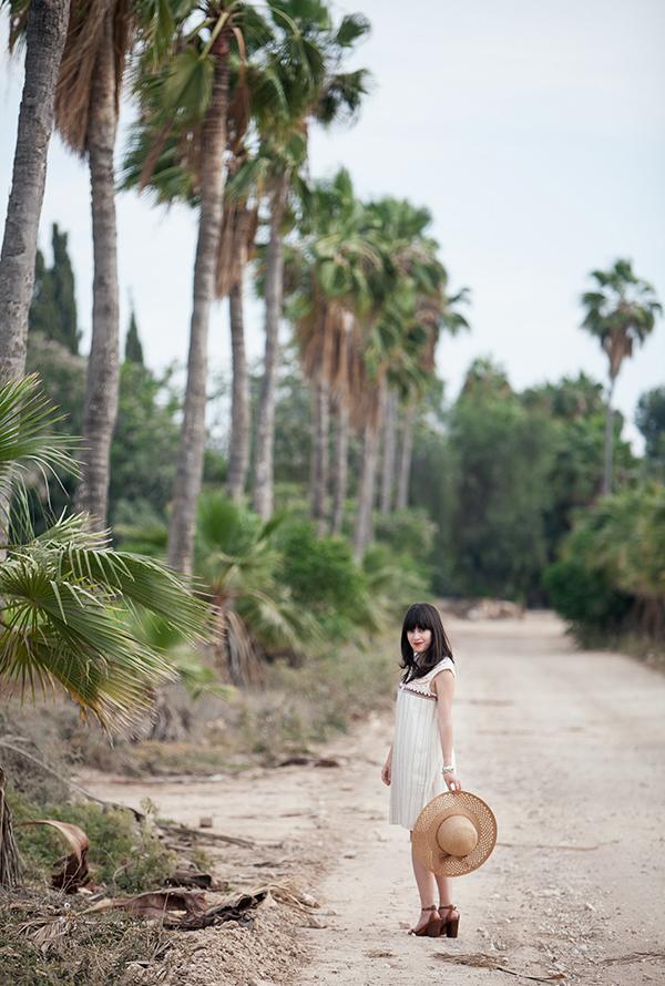 palm trees, summer, straw hat, outfit, sandlas, אפונה בלוג אופנה, אאוטפיט, דקלים, כובע קש, קיץ, סגנון אישי