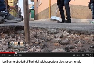 Un video satirico del 2013 apparso su Turiweb e dedicato alle buche