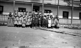 Children boarders at the Roman Catholic School, Fort Providence, Northwest Territories, 1921 / Pensionnaires à l'École catholique, Fort Providence (Territoires du Nord-Ouest), 1921