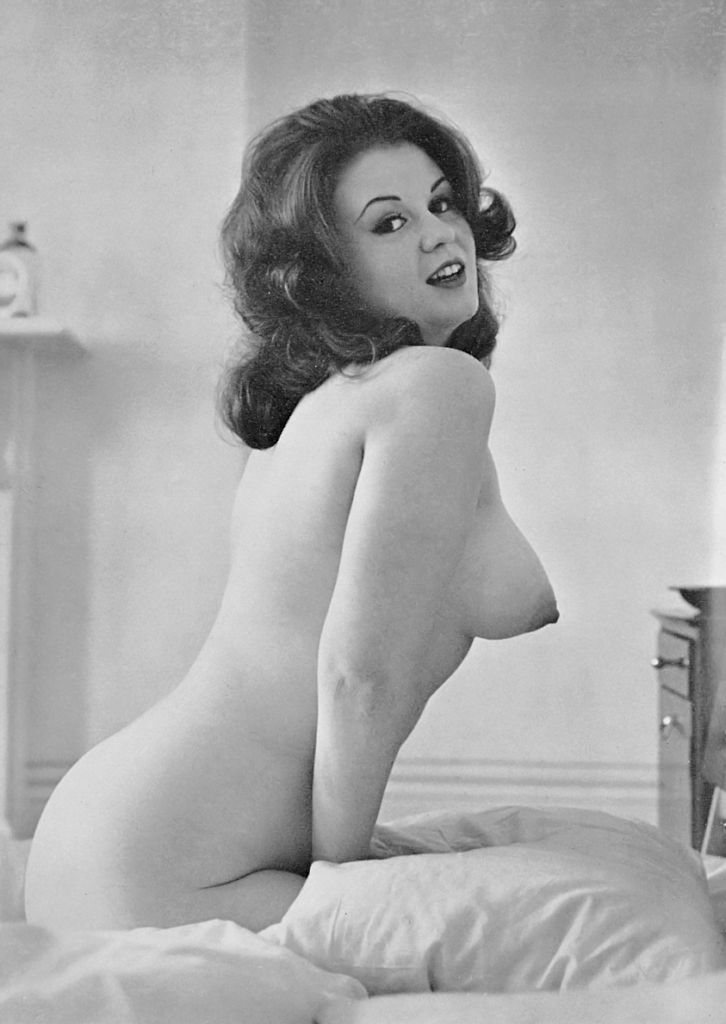Amateur burnette pinup girl - 3 part 7