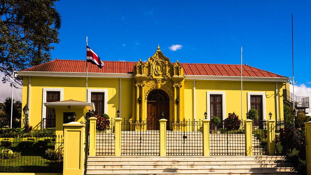 Costa rica san jos y el valle central de costa rica for Casa amarilla la serena
