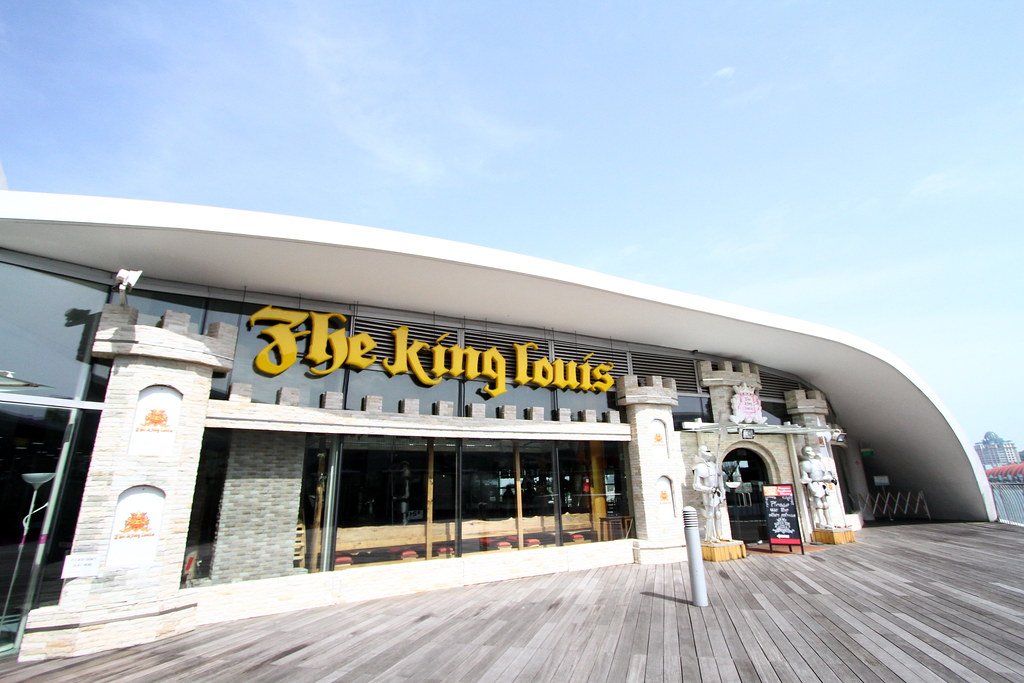 The King Louis: Exterior