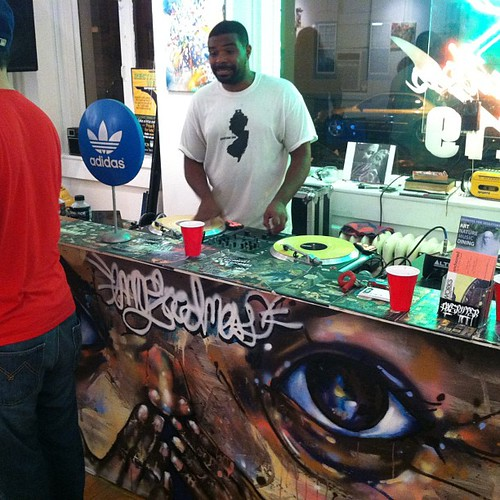 DJ Itsjustahmad keeping the vibes a flow #mygoodness #219gallery #trenton #artshow #luv1 #njgraff #njallday