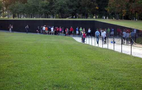 Maya Lin, Vietnam Veterans Memorial, view toward center | by profzucker