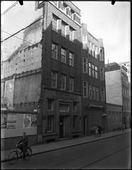 03-18-1950_07275 Magazijn van B.I. de Vries & Co.