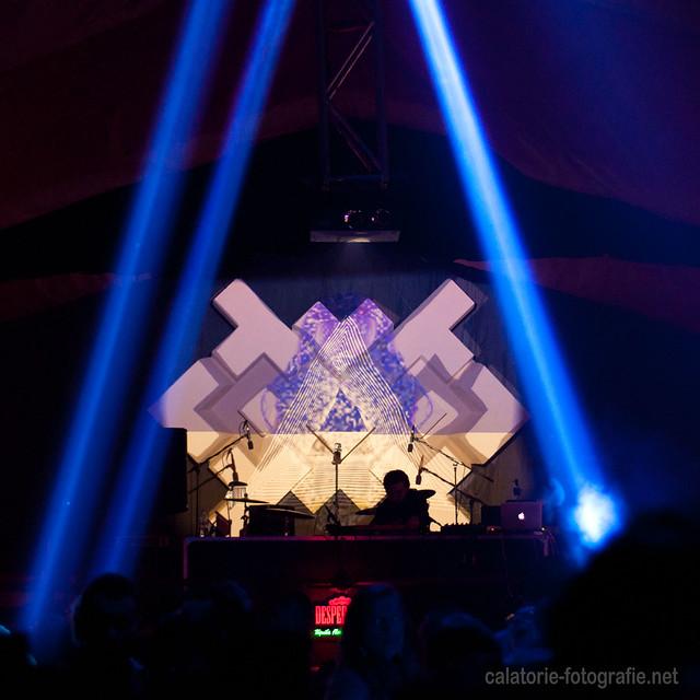 Festivalul Mioritmic - fotografia de club cu Nikon D90 și obiectivul de 50 mm f/1,8 10267380484_71293d68aa_z