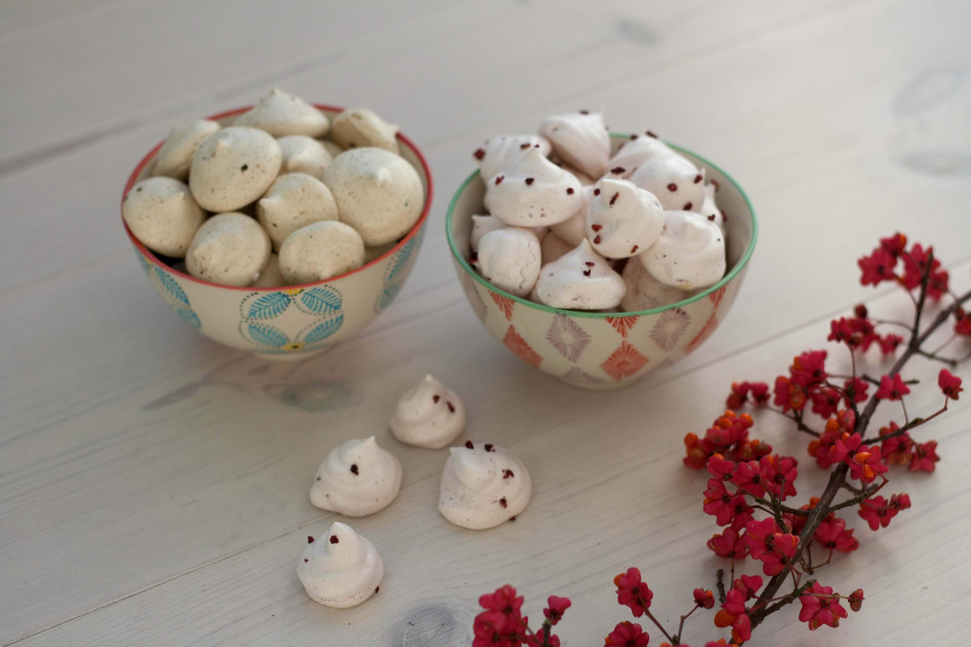 Opskrift på hjemmelavede Små marengskys med lakrids og hindbær