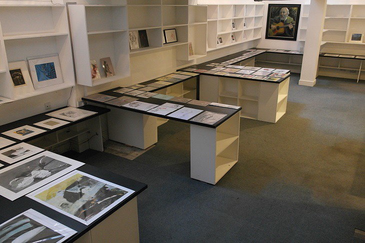 Xmas shopping art gallery