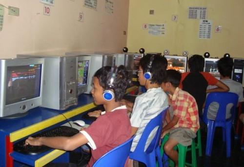 Anak-Remaja Maniak Internet Berisiko Gangguan Jiwa