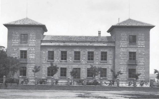 Escuela Normal de Magisterio de la Vega hacia 1935. Extraída de un artículo de D. Ramón Sánchez González
