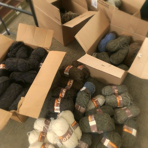 Recent acquisition: many skins of vintage Lopi. Anyone looking for bulky? #yarn #wool #singles #forsale