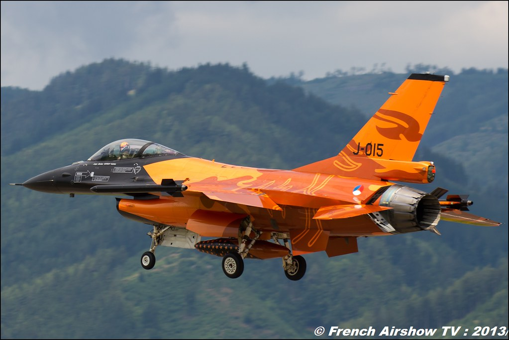 F-16 RNLAF Solo Display at Airpower 2013