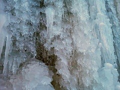 ice cave(0.0), formation(0.0), ice(1.0), icicle(1.0), freezing(1.0),
