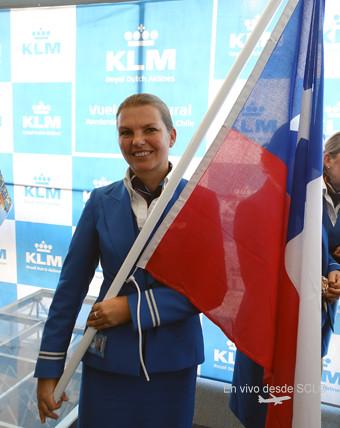 KLM tripulante con bandera chilena (RD)
