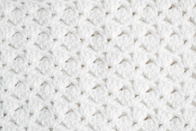 Crochet: Christening blanket offset shell