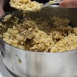 Preparando el Arroz con cordero, sidra, manzana y queso La Peral