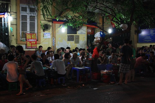25 cent beers on the street… love Bia Hoi
