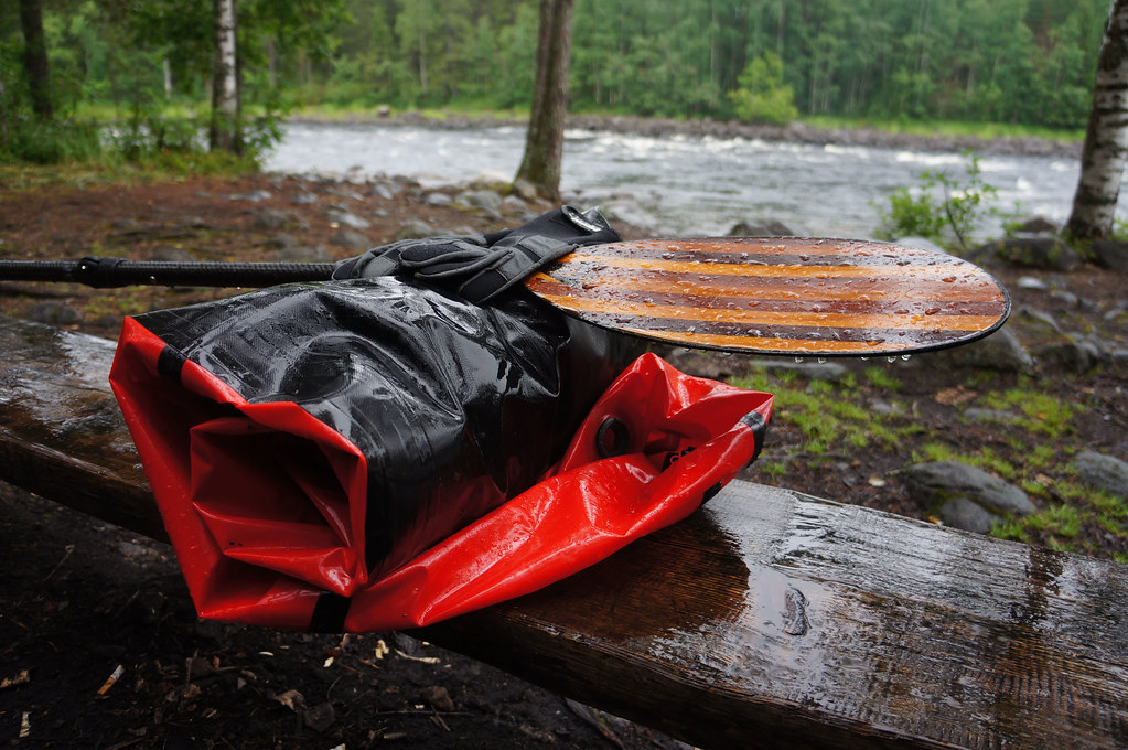 Wet packraft & paddle