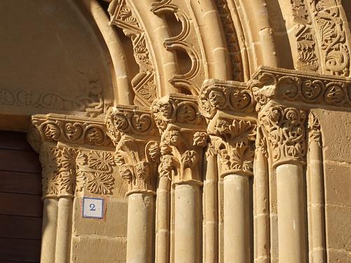 Iglesia de San Miguel de Foces - Capiteles de la portada