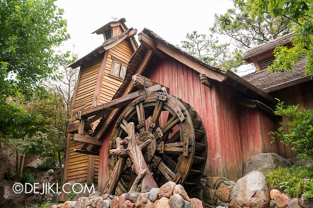 Splash Mountain - around Critter Country