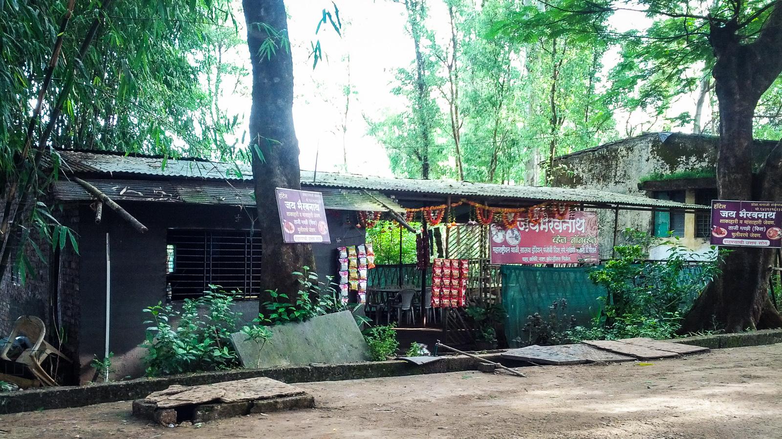 The local chaiwalla at Bamnoli