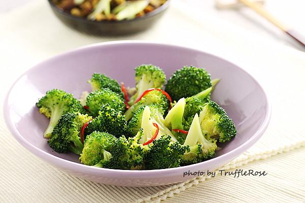 蒜香麻油青花菜-20131018