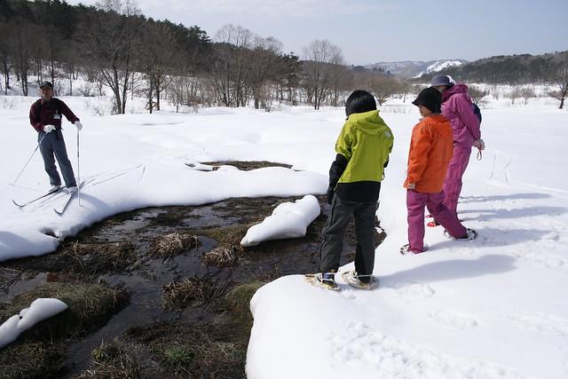 千町原の谷部では,もう雪が解けていた.