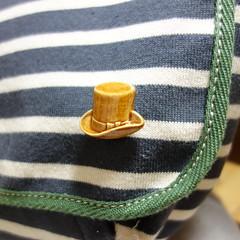 かばん購入。エンブレムは外し、ピンバッジを装着。