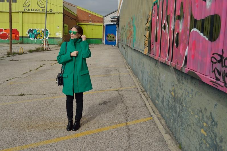 lara-vazquez-madlula-blog-fashion-trends-green-coat-easy-chic-streetstyle