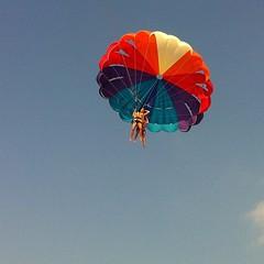 sailing(0.0), toy(0.0), parachute(1.0), air sports(1.0), sports(1.0), parasailing(1.0), parachuting(1.0), windsports(1.0), extreme sport(1.0),