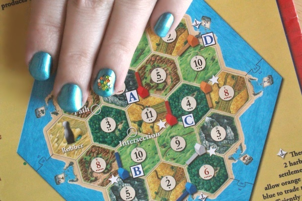 Catan Nails, far