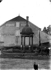 Hortes - Place Virey - Fontaine - Photo of Champigny-sous-Varennes
