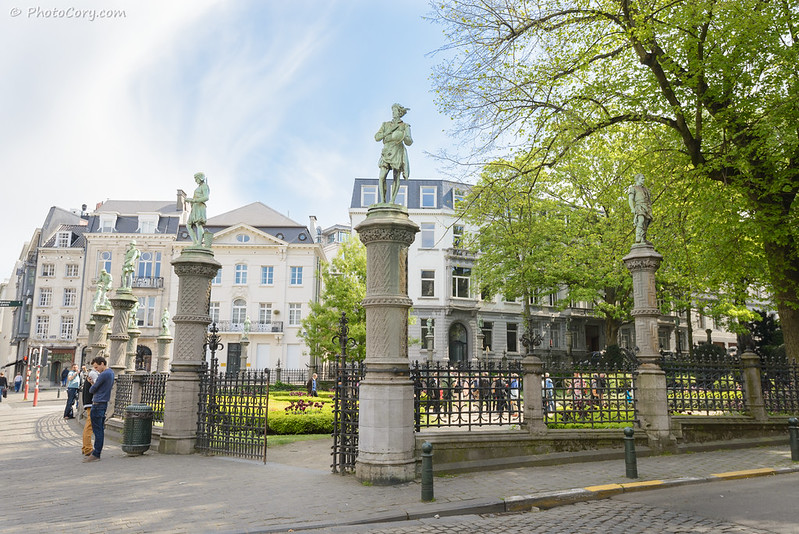 le square du Petit Sablon, statue