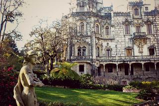 http://hojeconhecemos.blogspot.com/2009/02/quinta-da-regaleira-sintra-portugal.html