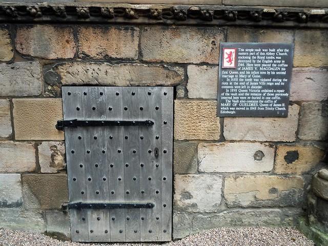 grave and little door