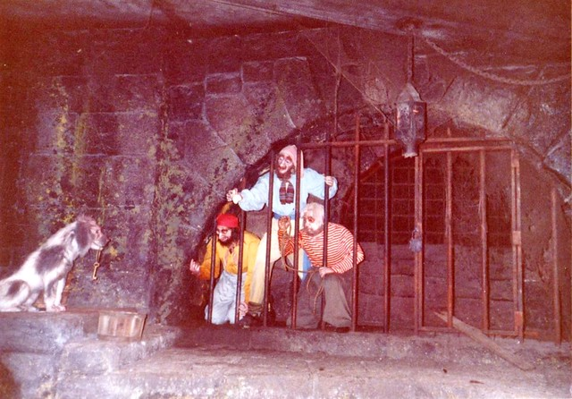Disneyland in the 80's & 90's - Pirates of the Caribbean (3)