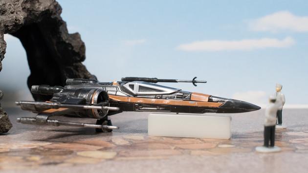 今回は6月に発売になりましたスターウォーズ第3弾「Xウイング・ファイター ポー専用機」をレビュー ➘
