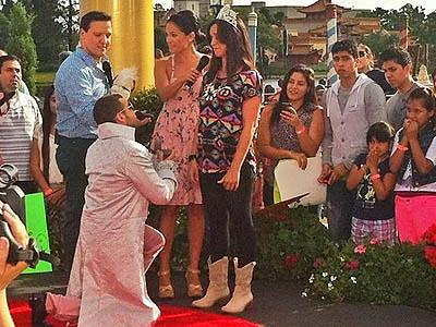 Nacho le pide matrimonio a su novia