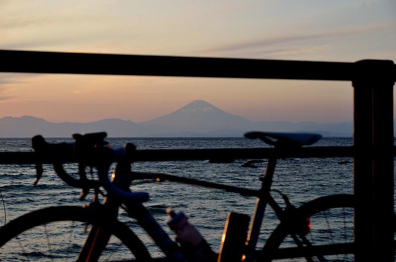 相模湾からの富士山と自転車