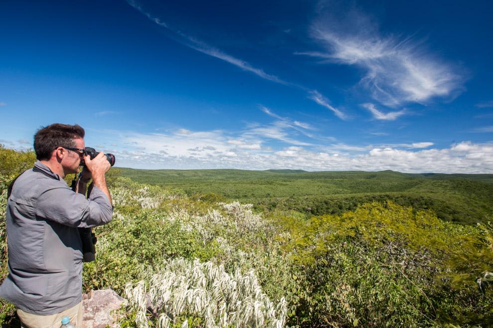 Nick Baker lleva un recuerdo del macizo Cerro León, una formación geológica única en el Chaco. Ocupa unos 40 km de diámetro y está constituida por una sucesión de numeroso cerros. Vista desde el cielo a través de imágenes satelitales podría decirse que su forma se asemeja a la de un cerebro. (Tetsu Espósito)