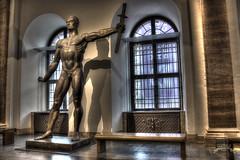 Nouvelle Chancellerie du Reich - Statue (Arno Breker)