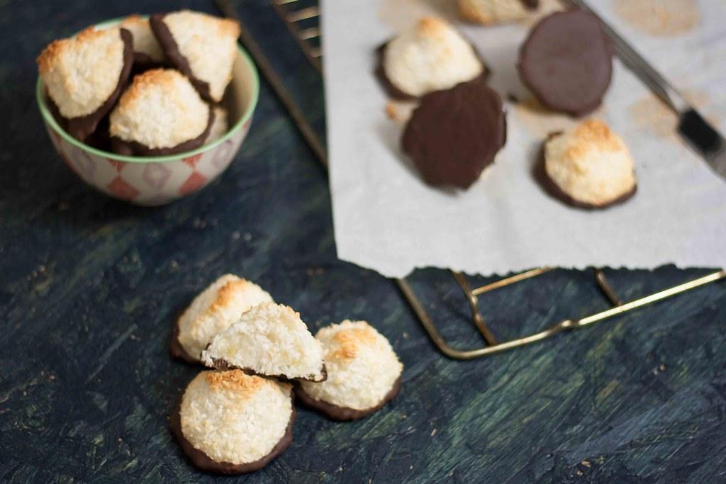 Saftige kokosmakroner med chokolade (5)