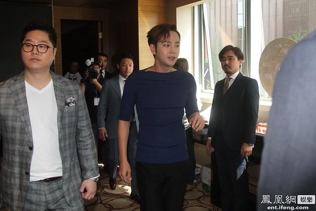[Pics-1] JKS at Caffe Bene fan meeting_20140426 14020183034_1d87a5a33e_z