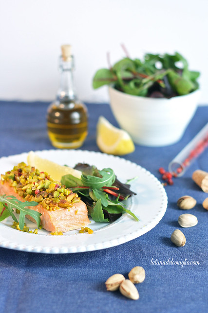 Filetto di salmone in crosta di pistacchi e pepe rosa