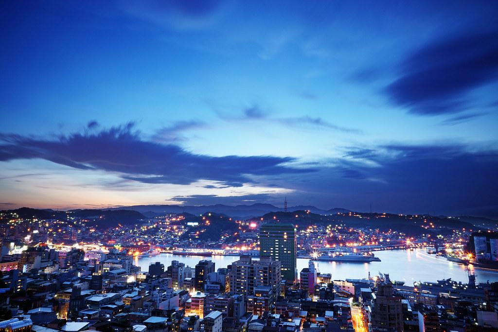 基隆港。夜色