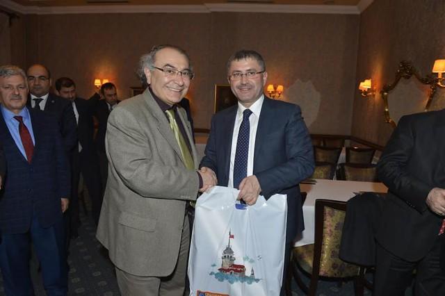 Rektör Tarhan Başkan Hilmi Türkmen ile gençleri ve geleceklerini konuştu…