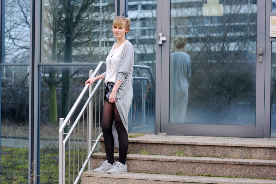 outfit-long-oversized-grey-tights-shorts-nike