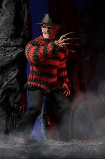 NECA【半夜鬼上床2:猛鬼纏身】A Nightmare on Elm Street 8 吋人偶作品 佛萊迪的逆襲