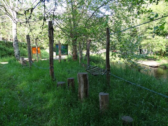 Tirolina en la Área recreativa da Agra-Reboredo en Oza-Cesuras