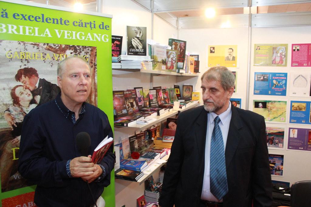"""BookFest 2016 București. Lansarea unei noi ediții a volumului """"ÎNGÂNDURĂRI""""- Dicționar de aforisme, al autorului NIcolae Petrescu Redi (2)"""